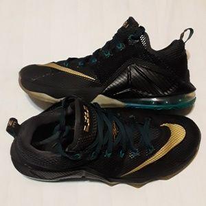 official photos 35c4c f3351 Men's Nike Shoes On Ebay on Poshmark